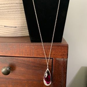 Long fuchsia and rhinestone pendant necklace